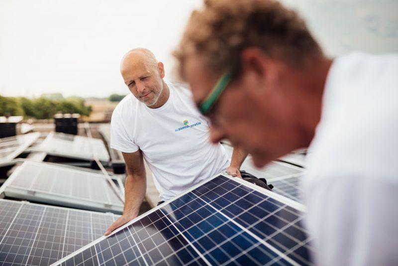 De Zoncorporatie - zonnepanelen installeren op dak 17